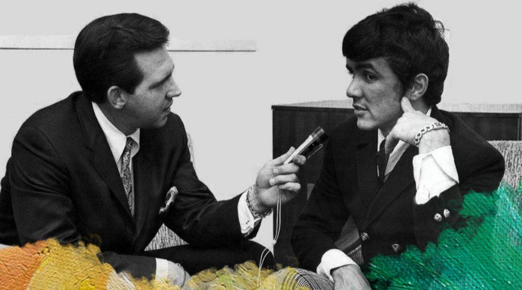 Foto: WCFL Radio (1966) Chicago's Jim Stagg interviews Dave Clark, leader of the music group, The Dave Clark Five. Gedownload en bewerkt door MijnDeugden.nl voor Hoe Deugdengevoelig ben jij zelf op 21-09-2017. https://commons.wikimedia.org/wiki/File%3AJim_Stagg_Dave_Clark_WCFL_Radio_Chicago_1966.JPG