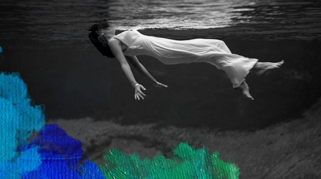 Foto: Toni Frissell (1947) Women floating at Weeki Wachee Springs, Florida, USA. Gedownload en bewerkt door MijnDeugden.nl voor Dankbaar Mens Verhalen op 14-09-2014