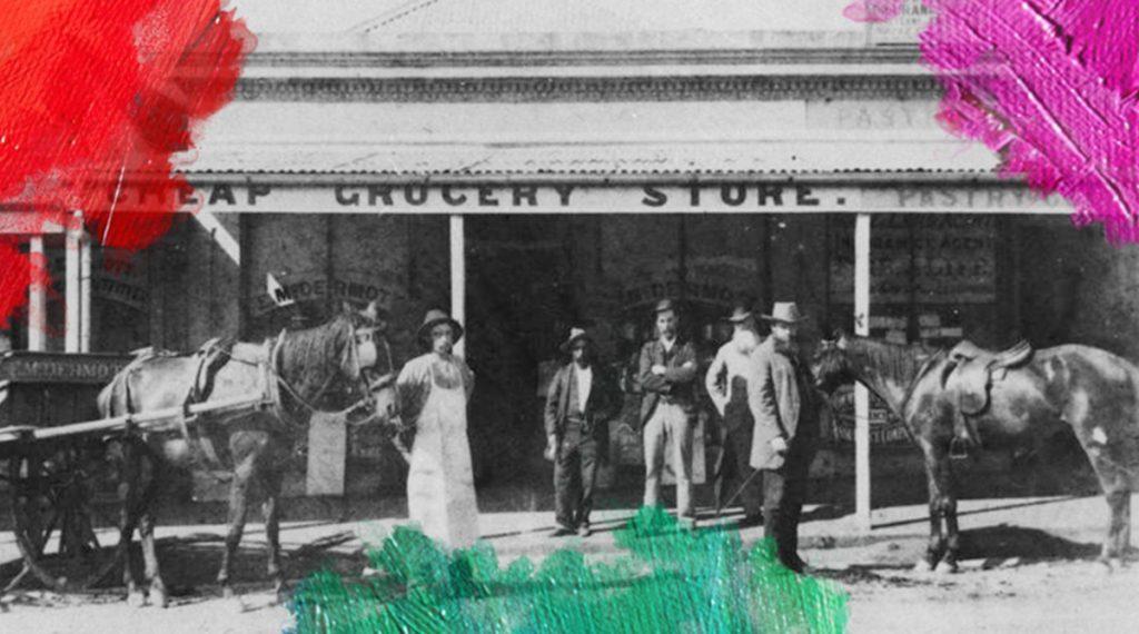 Foto: McGuire, W.(1884) Edward McDermott's grocery store in Brunswick Street, Fortitude Valley, Brisbane. Gedownload en voorzien van vlekken van MijnDeugden.nl voor Evenwichtig Mens Verhalen op 17 september 2017. https://commons.wikimedia.org/wiki/File%3AStateLibQld_1_103252_Edward_McDermott's_grocery_store_in_Brunswick_Street%2C_Fortitude_Valley%2C_Brisbane%2C_ca._1884.jpg