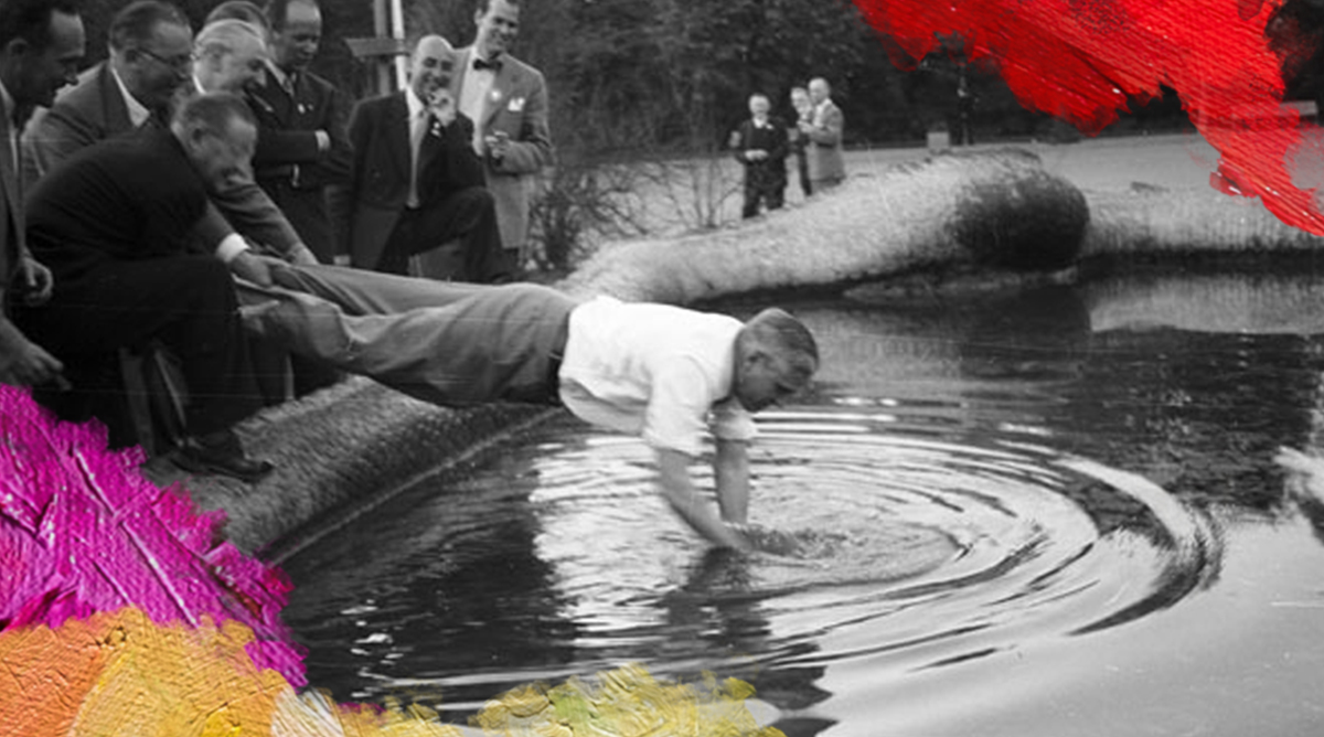 Foto: Gallén, Börje (1954) Man searching for lost item in fountain. Gedownload en bewerkt door MijnDeugden.nl voor Zoek Positief Gedrag op 21-09-2017. https://commons.wikimedia.org/wiki/File:Man_searching_for_lost_item_in_fountain_in_1954_(7787050640).jpg